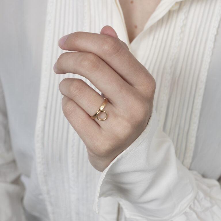 Gouden ring met bedel ring