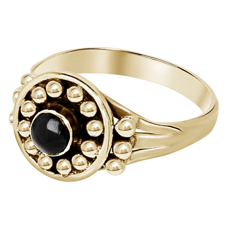 Gouden ring met rond design met bolletjes en een zwarte steen
