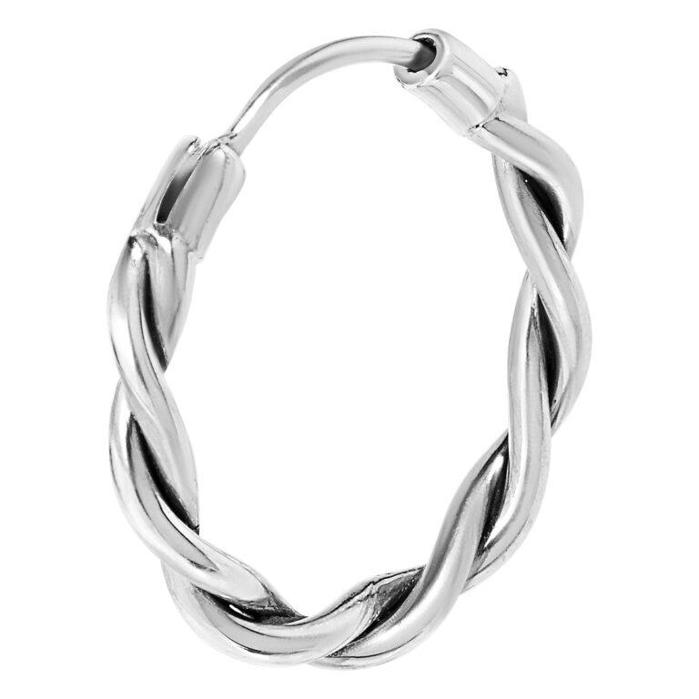 Gewikkelde zilveren oorbel