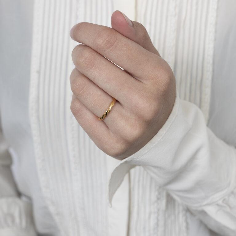 Gouden gevlochten ring