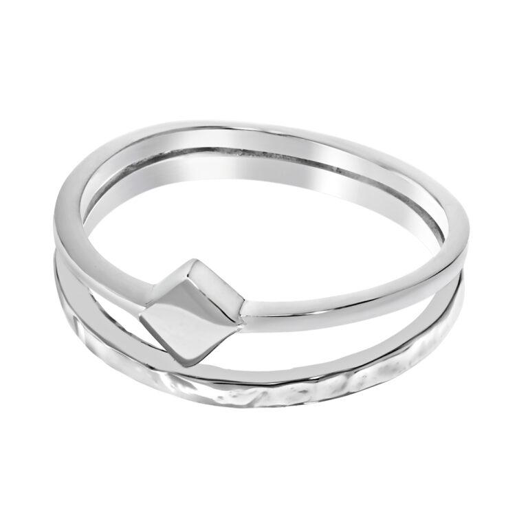 Dubbele zilveren ring met vierkant design en gehamerde ring