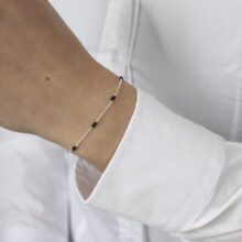 Zilveren armband met zwarte kleine balletjes