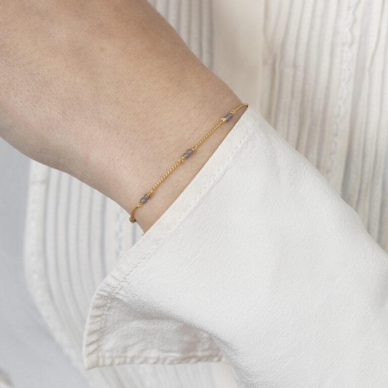 Gouden armband met dubbele kleine balletjes