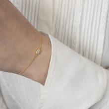 Gouden armband met grijze ovale steen