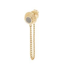Ronde gouden oorbel met gedraaide details en een ketting