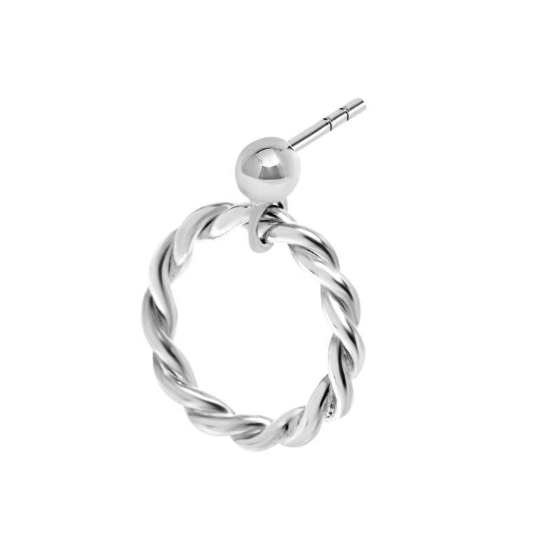 Zilveren oorbel met een ronde gewikkelde hanger