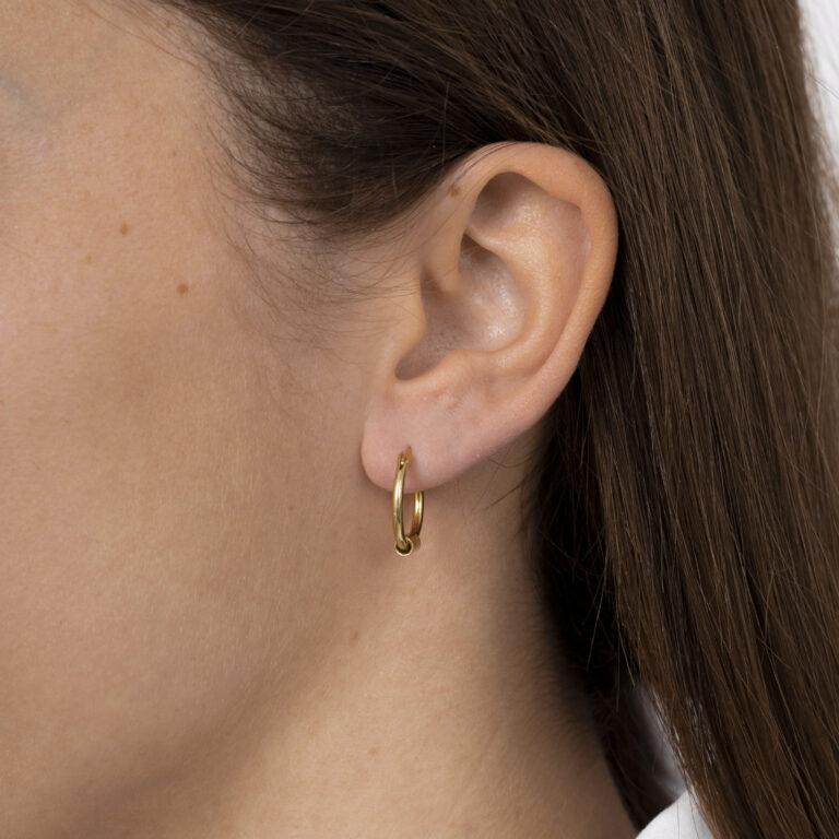 Gouden ronde oorbel met buisje